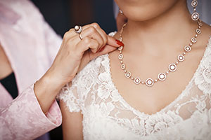 Ways to honour your mum at your wedding