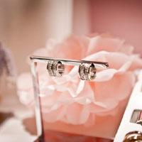 Earrings to gift to your bridal party