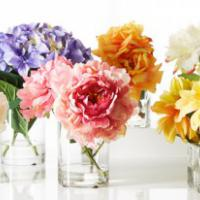 Style Expert talks about the use of artificial flowers in weddings